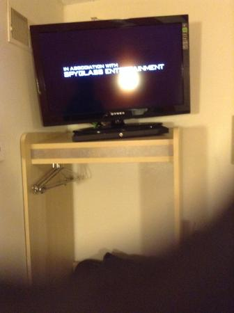 Minonk, Илинойс: TV on top of closet