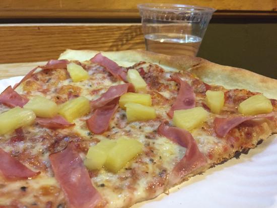 New York Pizza : Hawaiian pizza by the slice - yum!