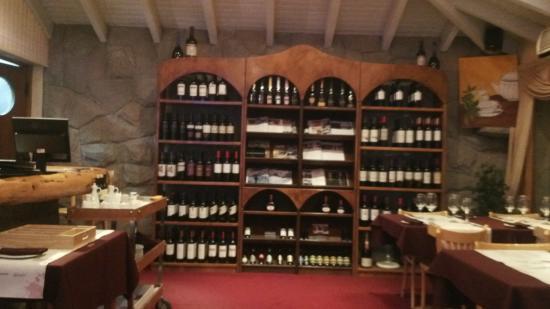 Hosteria Cumbres Blancas: vinoteca en restaurant
