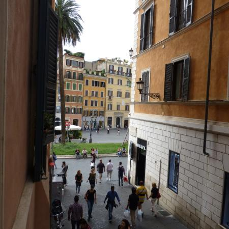 Relais Pierret Piazza di Spagna : View from window to Spagna square