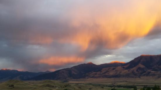 Emigrant, MT: Sunset at the house
