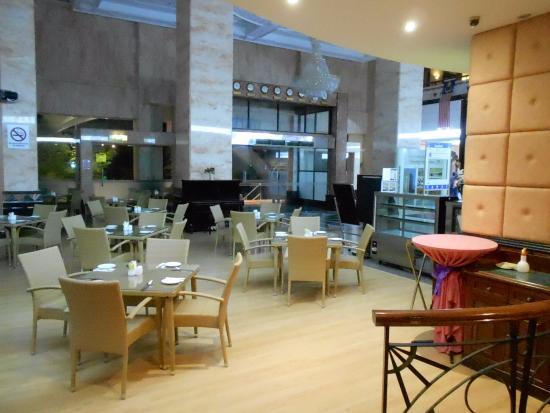 Grand DarulMakmur Hotel Kuantan: Angelos at Lobby level