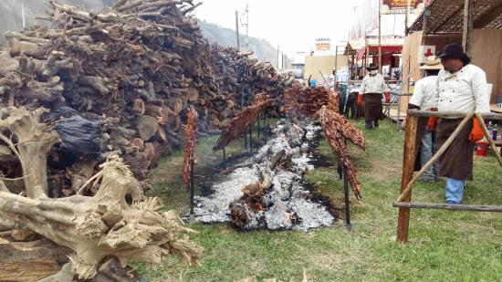 Pachacamac, פרו: Terrible Chancho al Palo