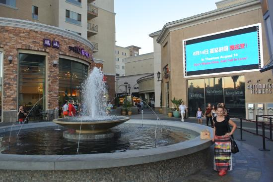 Monterey Park Inn : Cozy little mall with everything, just a 3 min. walk from the hotel lobby