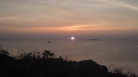 Yankee Clipper Inn: The sun breaking the horizon.. Beautiful