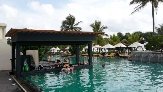 Pool bar - Picture of Centara Ceysands Resort & Spa Sri
