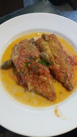 Osteria Gloria : Filetto di tonno impanato e fritto servito con un sughetto con olive