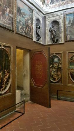 Palazzo Vecchio: Porta segreta Studiolo di Francesco I