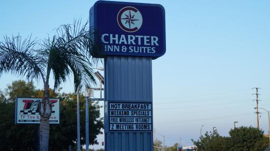 Charter Inn & Suites照片