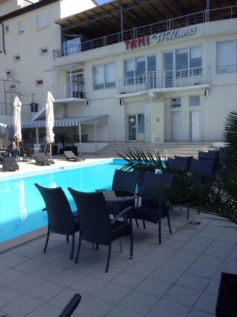 Hotel Tami Residence: Swimming pool
