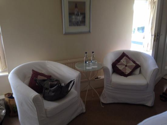 Orles Barn Hotel: armchairs in one of our rooms