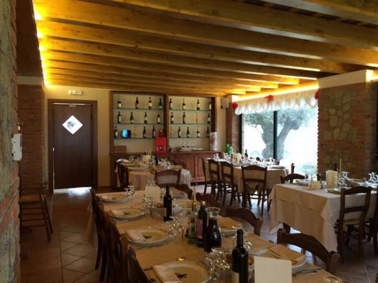 Zovon, Italy: una delle sale interne da De Bortoli