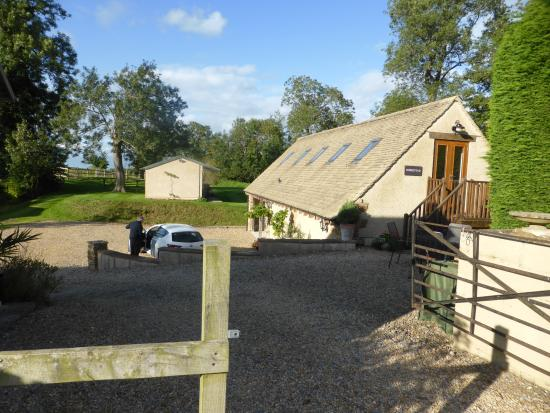 Stinchcombe, UK: Excellent situation for parking and relaxing outside