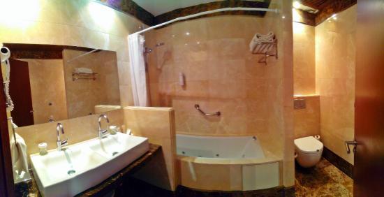 Hotel Fuerte Estepona: Badezimmer Mit Jacuzzi