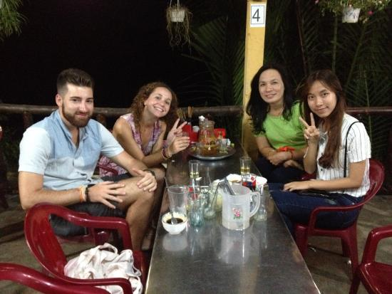 Moc Vien Homestay: Dinner with the lovely ladies
