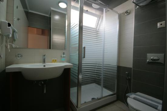 Liberty Hotel: bath/shower