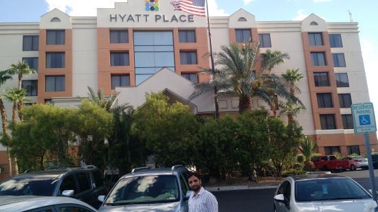 Hyatt Place Las Vegas: Front side