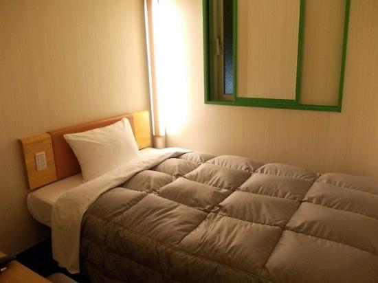 R&B Hotel Uenohirokoji: ベッド周り