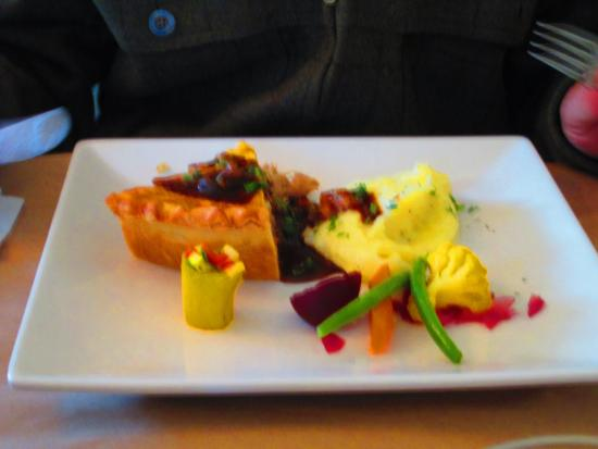 Restaurant Nomade: Tourte de pintade et champignons sauvages