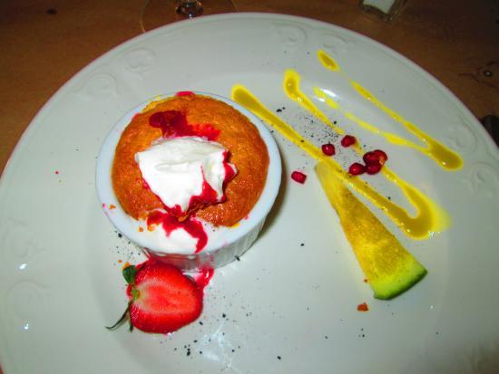 Restaurant Nomade: flan chaud Rhubarde et fraise