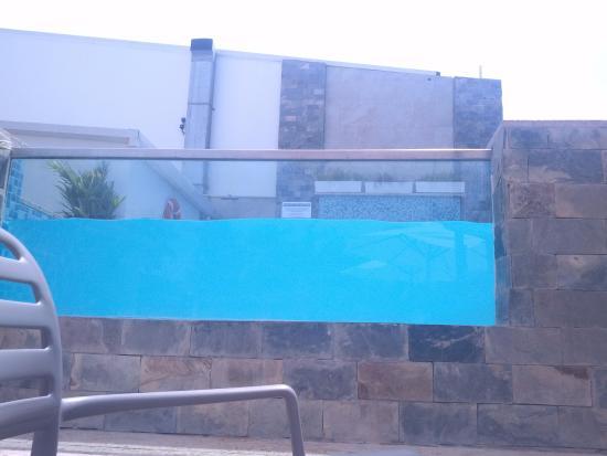 El Yaque Paradise Hotel: piscina