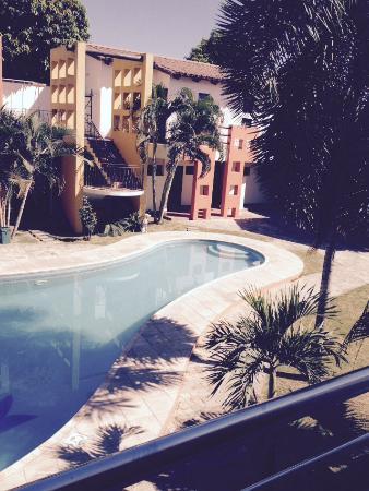 Blick auf den Pool vom Zimmer