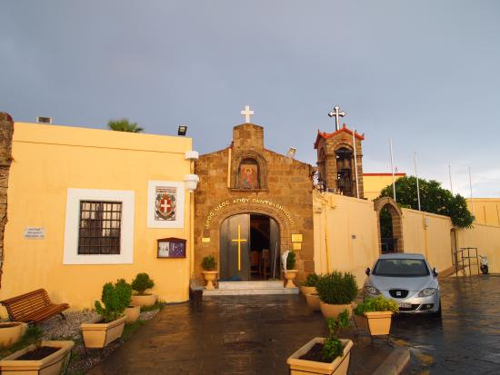 Cava d'Oro Hotel: The street early in the morning