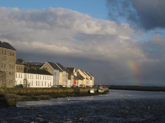 Adare Guesthouse: Galway Bay right near B&B