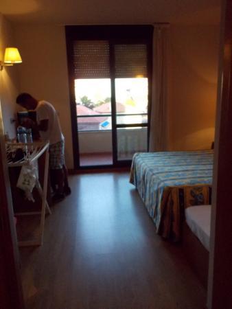 Viadero: habitación y salida al balcón