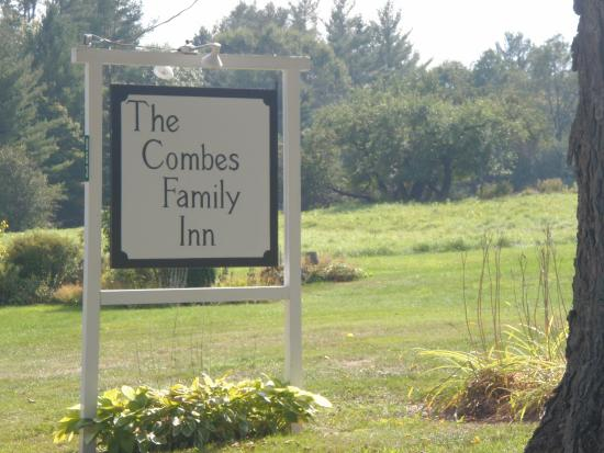 Combes Family Inn: signage welcomes walkers and guests