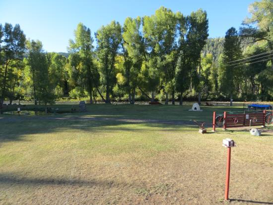 Conejos River Guest Ranch: Pretty area. Other cabins might be good to stay in.