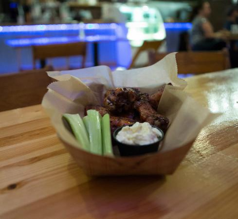 Wildwood Barbeque: smoked chicken wings