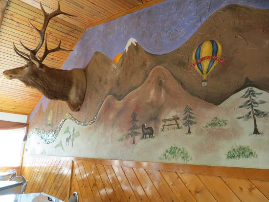 Conejos River Guest Ranch: Wall mural in Restaurant