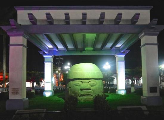Santiago Tuxtla, México: SANTIAGO OLMEC STONE HEAD