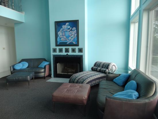 Sun and Surf Bed and Breakfast: Living room