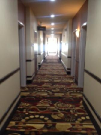 Best Western Red River Inn & Suites: Hallway