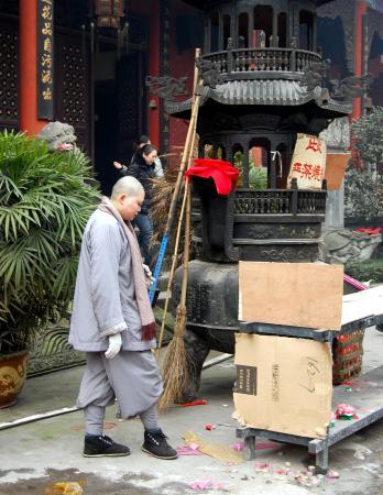 Huayan Temple of Chongqing : монах из храма