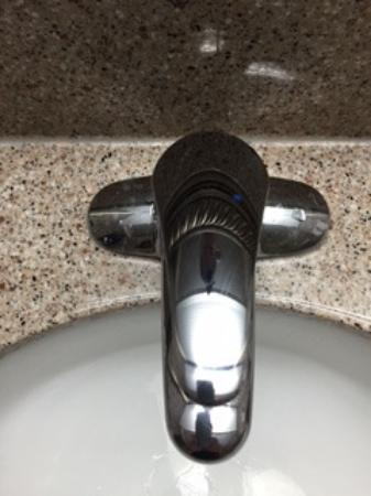 Country Inn & Suites By Carlson, Bothell: bathroom faucet