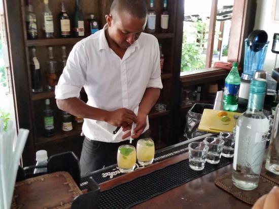 La Plaine St. Andre: Preparazione dei cocktails