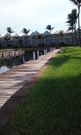 Indigo Reef Marina Homes Resort: Senda hacia los muelles
