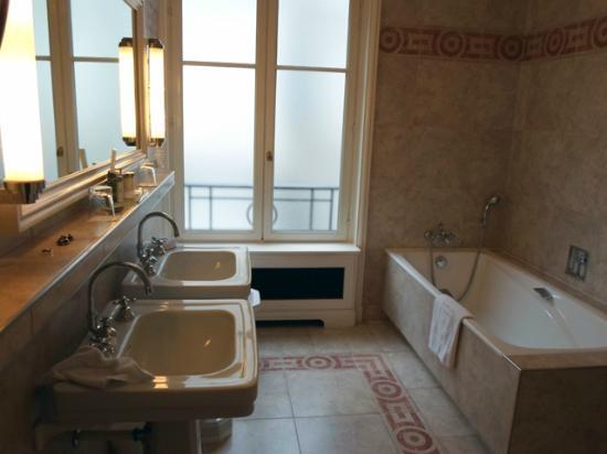 Hotel Raphael : bathroom