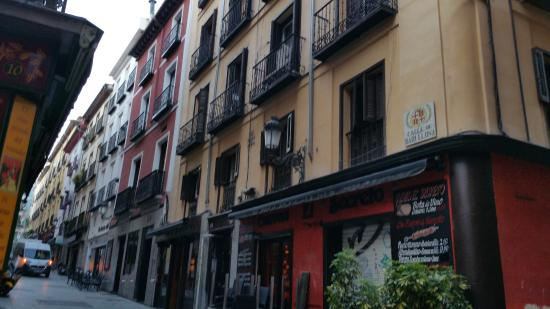 Apartamentos El Tiempo: street in the morning