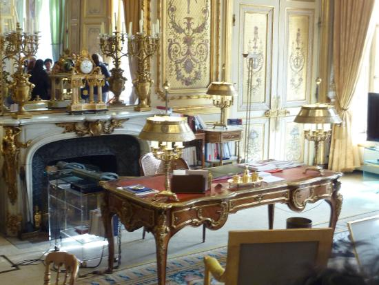 paris palais de l 39 elys e cour d 39 honneur picture of elysee palace paris tripadvisor. Black Bedroom Furniture Sets. Home Design Ideas