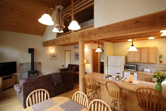 River's Edge Resort: Three-Bedroom Riverside Chalet Kitchen