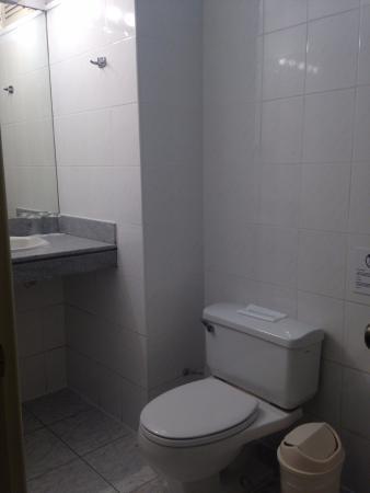 Casa Andina Classic - Miraflores San Antonio: Hotel bathroom (very clean)