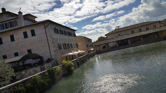 Bagni vignoni.... spettacolare.... - Picture of Terme Bagno Vignoni ...