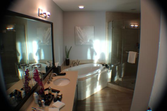 North Bay Village, FL: Banheiro Suite 1