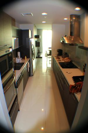 Eloquence by the Bay Residences: Cozinha