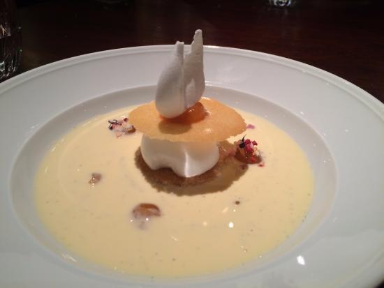 KOLLAZS - Brasserie & Bar: Floating Island dessert