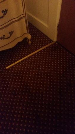 كينيدي إن: broken carpet threshold